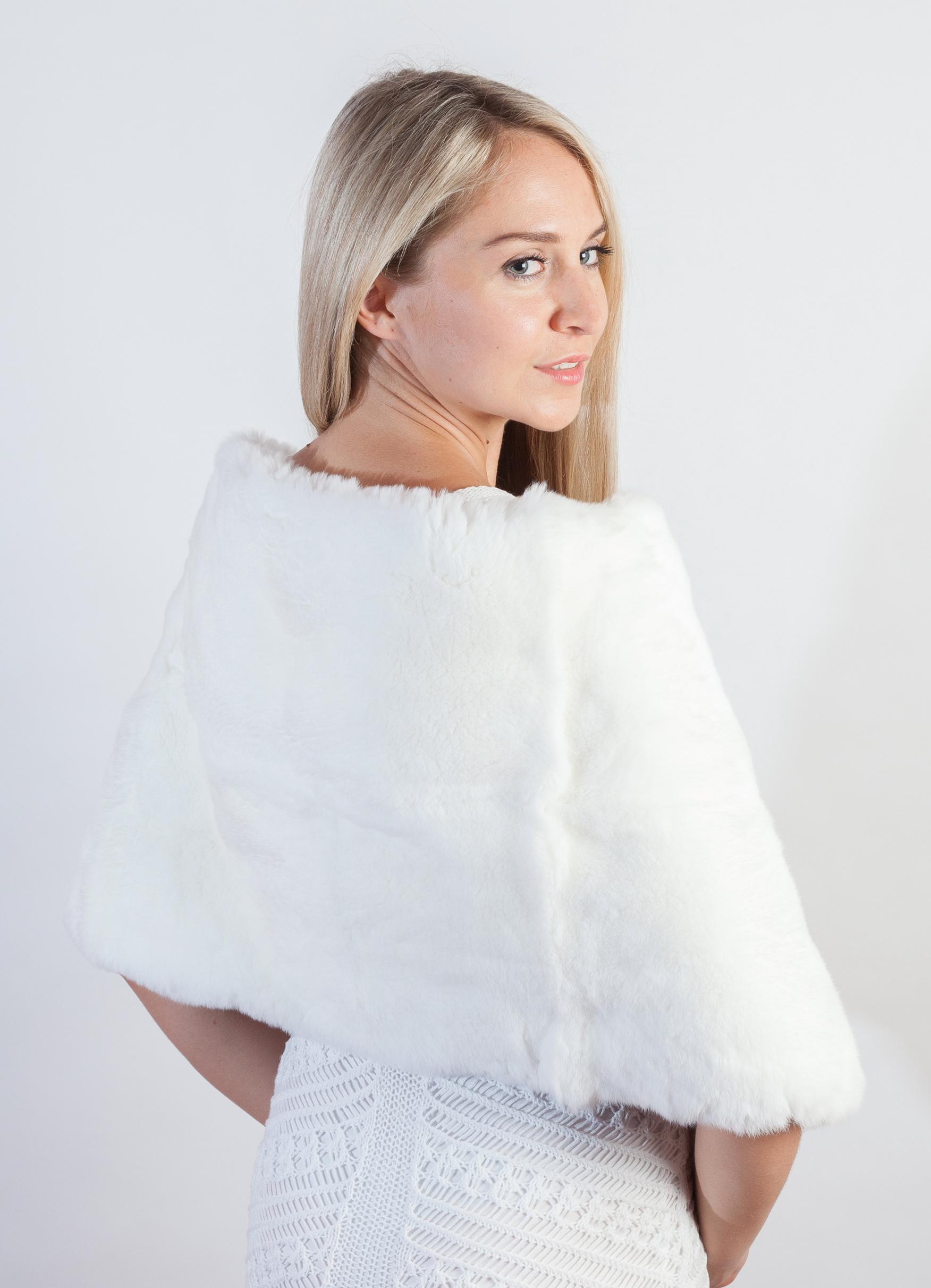 huge discount 95674 523cc Il bianco coprispalle in pelliccia per una sposa d'incanto